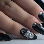 Модный дизайн черных ногтей в 2021