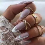 Дизайн ногтей 2021 на светлые ногти