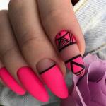 Яркий дизайн ногтей 2021