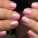 Розовый дизайн ногтей 2021